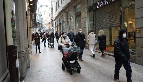 L'Eix Comercial de Lleida presentava ahir aquest aspecte.
