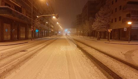 La avenida Miquel Batllori de Lleida este sábado a primera hora de la mañana.