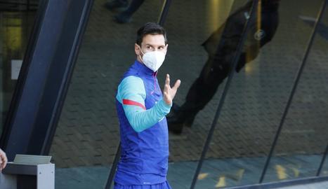 Messi, ahir a les portes de l'hotel de l'expedició blaugrana.
