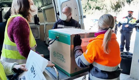 Les primeres vacunes de Moderna en arribar a Catalunya