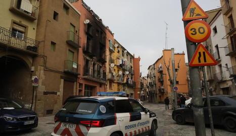 L'immoble incendiat està situat a la plaça Sant Salvador.
