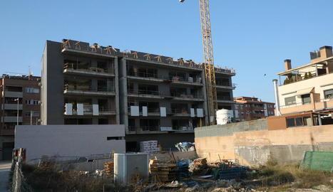 Imatge d'arxiu de nous habitatges en construcció a Lleida ciutat.