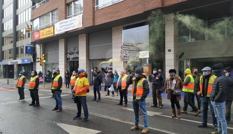 Protesta de personal d'ambulàncies a Lleida
