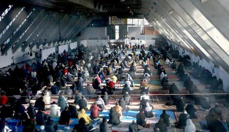 Imatge de l'interior del Palau de Vidre ahir al migdia durant el res musulmà.