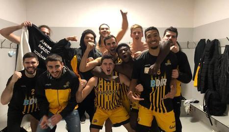 Els jugadors van celebrar el triomf al vestidor.