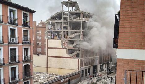 VÍDEO   Gran explosió al carrer Toledo de Madrid, a l'altura d'una residència d'ancians