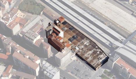 Vista aèria dels Docs, amb la coberta de volta, i de La Meta, amb l'entorn difuminat.