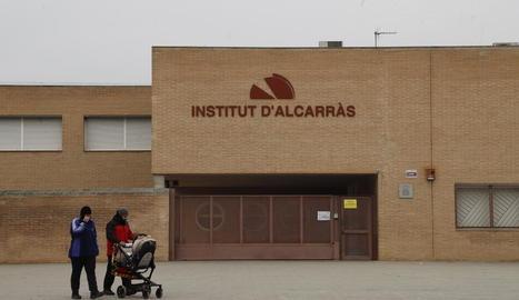 L'institut d'Alcarràs ahir estava tancat al ser dia festiu local.