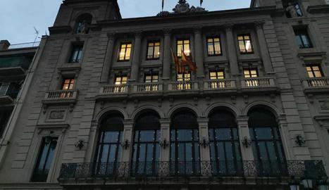 L'ajuntament de Lleida retira la pancarta a favor dels presos i el llaç groc