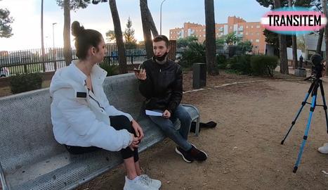 Clarís entrevistando a