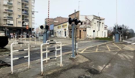 El pas a nivell de la línia de la Pobla al carrer Urgell de Balaguer que es renovarà.