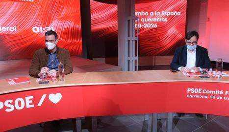 El cap del Govern espanyol, Pedro Sánchez, i Salvador Illa, ministre de Sanitat, ahir a Barcelona.