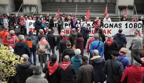 Una manifestació de pensionistes reclamant prestacions d'almenys 1.080 euros.