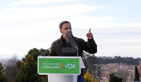 """Un ampli dispositiu de Mossos d'Esquadra va evitar ahir incidents en un acte de Vox a Lleida.  Antifeixistes els van increpar i el president del partit, Santiago Abascal, va dir que sempre reben """"crits d'energúmens"""" mentre que als presos independentistes ningú """"els assetja""""."""