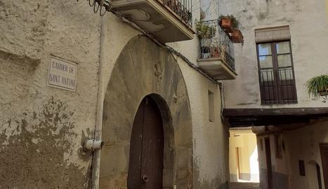 La rectoria disposa de dos pisos i dos locals.