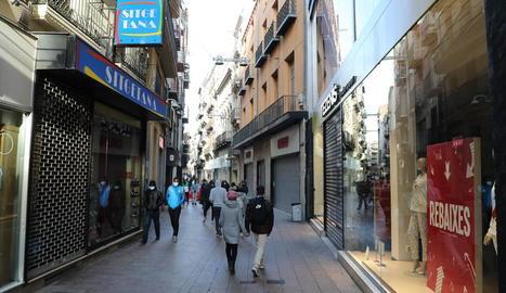 Botigues tancades a l'Eix, un dels últims dissabtes.