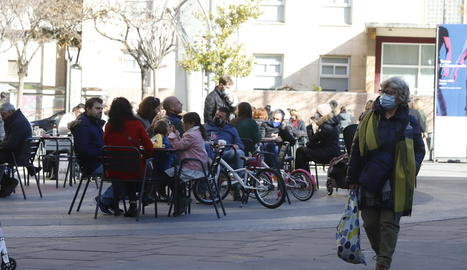 Imatge de clients en una terrassa de Lleida.