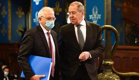 L'alt representant de la UE, Josep Borrell, amb el ministre d'Exteriors rus, Serguei Lavrov.