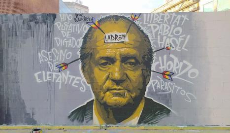 Els serveis municipals de Barcelona esborren un grafiti en suport a Pablo Hásel a Sants-Montjuïc