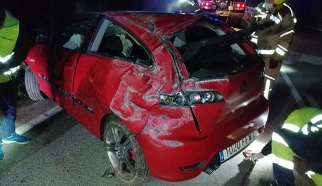 El vehicle va sortir de la via i va fer diverses voltes de campana.
