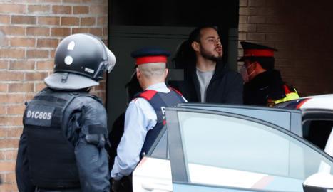 Imágenes de la detención de Pablo Hasél y el amplio dispositivo policial