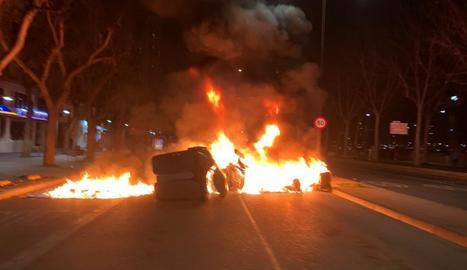 Una barricada al centre de Lleida.