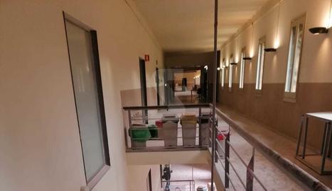 Estat de l'interior de l'edifici del Rectorat després de l'operatiu policial per a la detenció de Pablo Hasél.