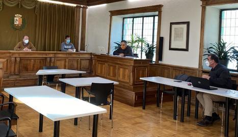 Imatge de la reunió de la taula d'habitatge de Vielha.