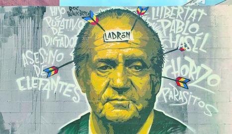 Roc Blackblock torna a pintar sobre el mural