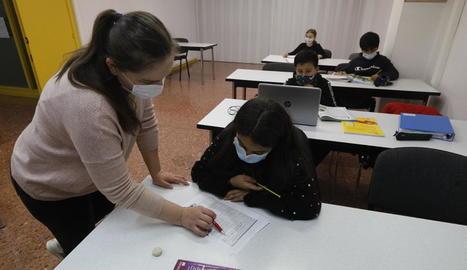 Una classe presencial ahir a l'acadèmia Versailles de Lleida.