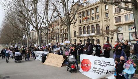 Imatge de la concentració de diumenge passat contra el tancament de les bressol i les noves taxes.