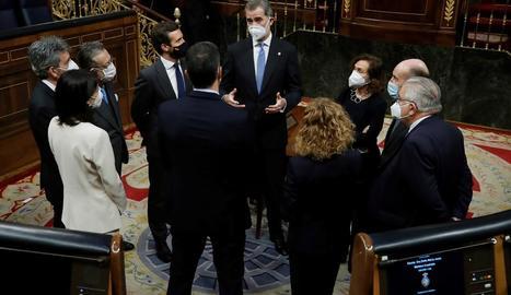 El rei conversa, entre d'altres, amb el president del Govern central i el líder del PP al Congrés.