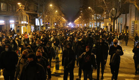 Sàmper i Tremosa, ahir, observant les destrosses en comerços del passeig de Gràcia.