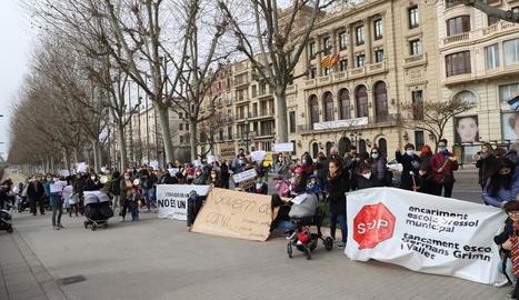 Protesta contra el tancament de les dos bressol del Clot diumenge.