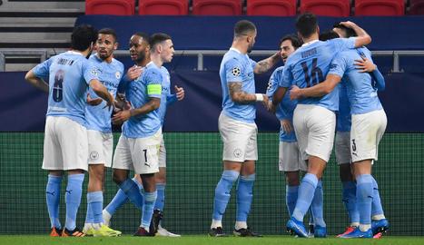 Els jugadors del Manchester City celebren el primer gol, obra de Bernardo Silva.