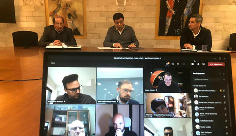 Ferran Aril, al centre, presideix una de les reunions telemàtiques amb els clubs catalans.
