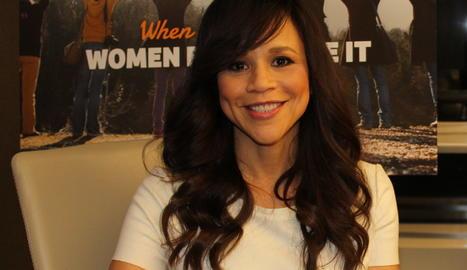 L'actriu Rosie Pérez s'uneix als presentadors dels Globus d'Or