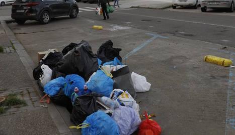 Bosses d'escombraries on hi solia haver un contenidor.
