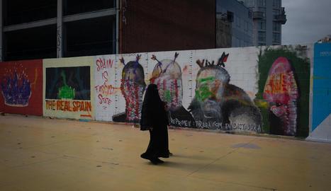 El mural de l'artista Blackblock que ha estat sabotejat.