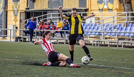 Una jugada del partit d'ahir entre el Pardinyes i el Vic Riuprimer.