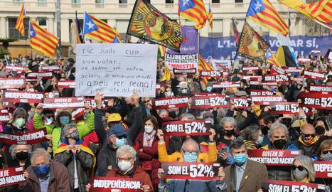 Manifestació ahir de l'ANC a Barcelona amb 3.000 persones.