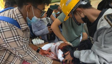 Imatge d'un dels ferits durant les protestes.