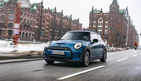 A partir del març del 2021, el Mini Electric aportarà al Cooper SE encara més plaer de conducció al món de la mobilitat elèctrica.