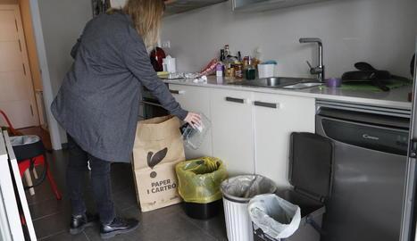 A Ciutat Jardí els veïns separen ara el paper i el plàstic.