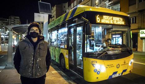 Elisabeth Muñoz va evitar ahir una tragèdia a l'agafar el control d'un autobús urbà a Pardinyes.