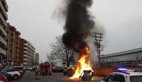 L'incendi es va produir ahir cap a les 17.15 hores al carrer Roger de Llúria.