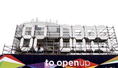 Un gran cartell ja ha començat el compte enrere per a la celebració del festival d'Eurovisió, al maig.