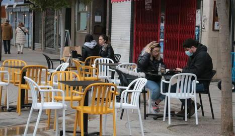 Imatge de la terrassa d'un bar a la Zona Alta de Lleida.