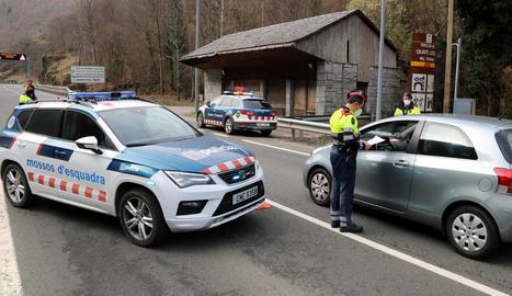Imatge d'ahir d'un control dels Mossos d'Esquadra a l'entrada a la Val d'Aran des de França.