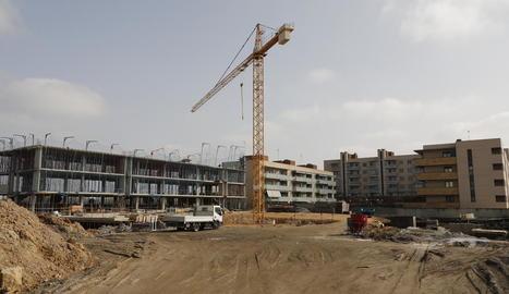 Imatge de les obres d'un nou bloc d'habitatges al barri de Pardinyes la setmana passada.